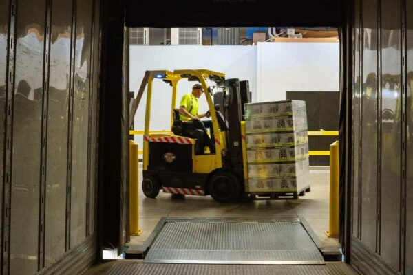 Six Outstanding Ways the Supply Chain Benefits From IOT